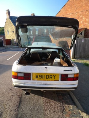 Open tailgate Porsche 944 Lux