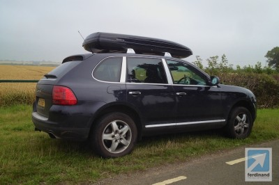 Porsche Cayenne roof box transport system