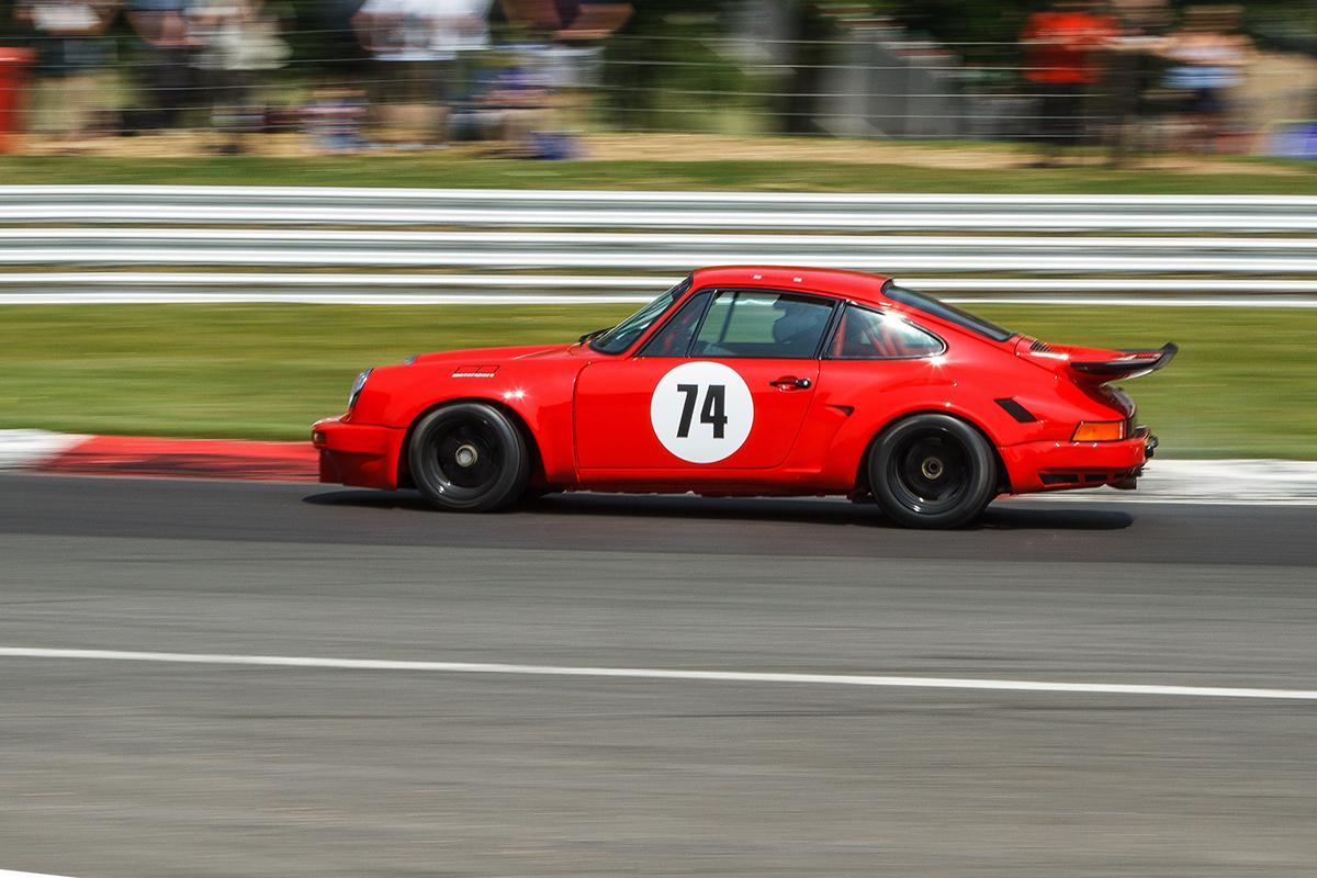 New Porsche 911 >> New Porsche 911 RSR race car storms Brands Hatch Masters ...
